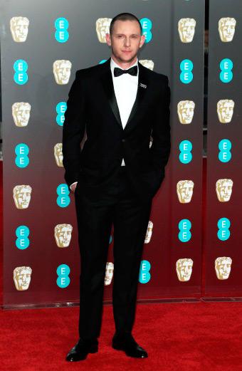 Jamie Bell - Burberry veste convidados do BAFTA 2018
