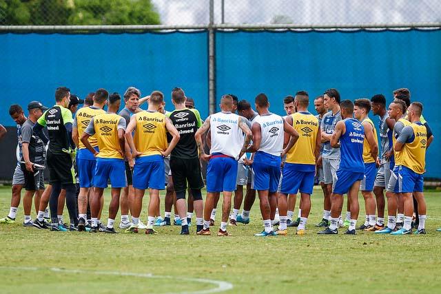 Jogadores do Gremio realizam treino durante a tarde desta segunda feira  - GRÊMIO ENCAMINHA EQUIPE PARA A DECISÃO DA RECOPA SULAMERICANA