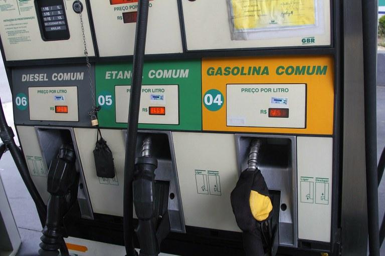 Marcos Santos USP Imagens 1 - Governo quer que reduções da gasolina cheguem às bombas