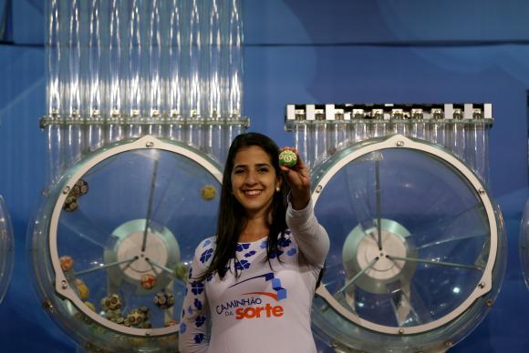 Mega Sena pode pagar neste sábado maior prêmio do ano - Mega-Sena acumula e próximo prêmio pode chegar a R$ 52 milhões