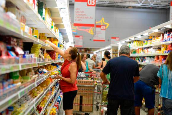 Mercado financeiro reduz projeção de inflação de 381 para 373 - Inflação fecha o ano em 3,75% e cumpre meta estabelecida pelo governo