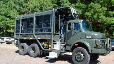 O caminhão 6x6 recebeu autorização especial para o transporte recreativo 1 390x220 - Caminhão Militar realiza passeios turísticos em Flores da Cunha e Nova Pádua