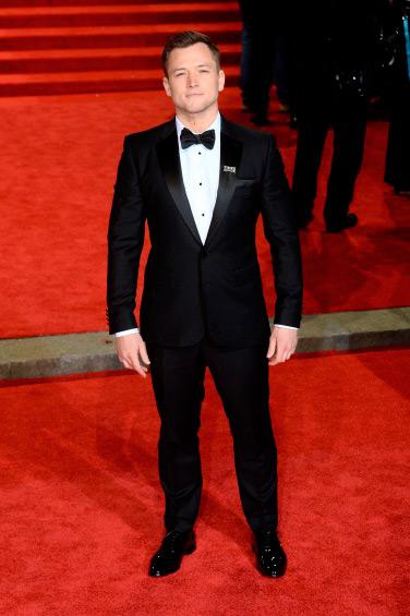 Taron Egerton - Burberry veste convidados do BAFTA 2018