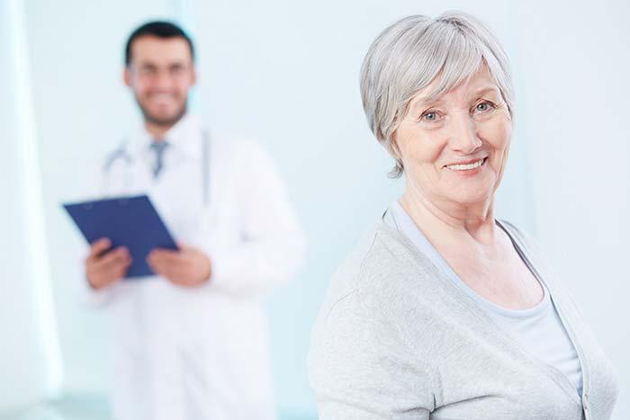 Tratamento aos idosos - Curso Internacional de Geriatria Clínica capacita médicos