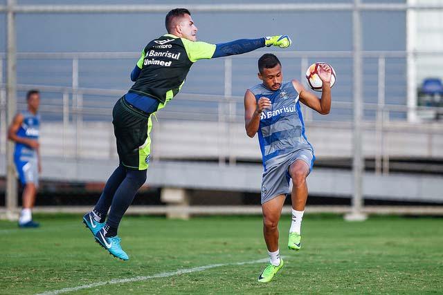Treino do Grêmio antes do embarque para o Uruguai 2 - Grêmio começa busca pelo tetra da América