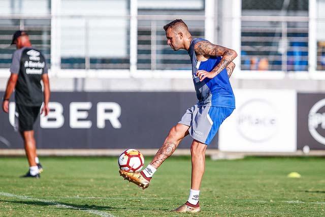 Treino do Grêmio antes do embarque para o Uruguai 4 - Grêmio começa busca pelo tetra da América