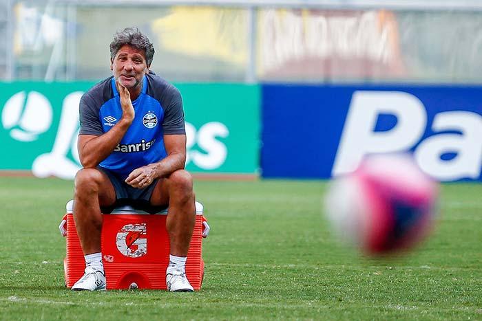 Treino do Grêmio em Porto Alegre técnico Renato - Grêmio busca primeira vitória no Campeonato Estadual