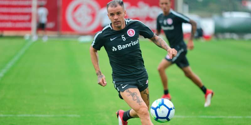 Treino do Inter para enfrentar o Cianorte PR 1 - Inter organiza o time para compromisso na Copa do Brasil