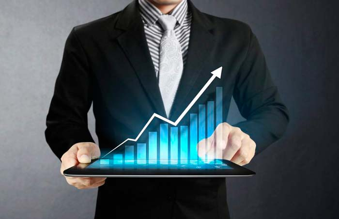 Varejo cresce 40 em 2017 e recupera parte das perdas da crise - Varejo cresce 4,0% em 2017 e recupera parte das perdas da crise