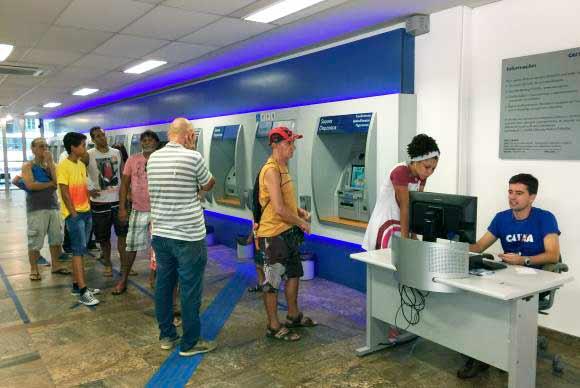 bancos - Bancos reabrem ao meio-dia; contas que venceram no carnaval podem ser pagas hoje