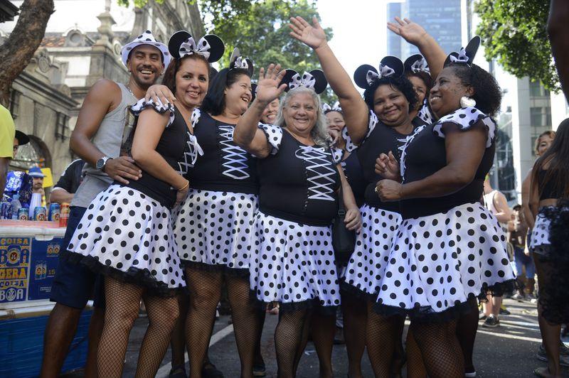bola preta5 - Centenário do Cordão da Bola Preta emociona multidão no Rio