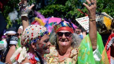 carmelitas rio 390x220 - 80 blocos animam foliões no último dia de Carnaval no Rio