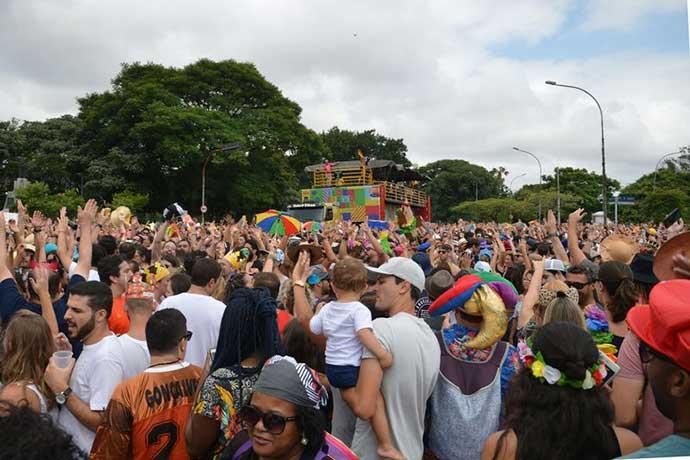 carnaval rua sp - Blocos de Alceu Valença e Elba Ramalho reúnem multidão em São Paulo