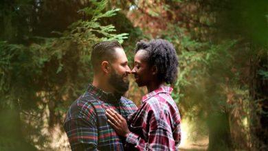casal22 390x220 - Usuários do Tinder são mais abertos a relacionamentos inter-raciais
