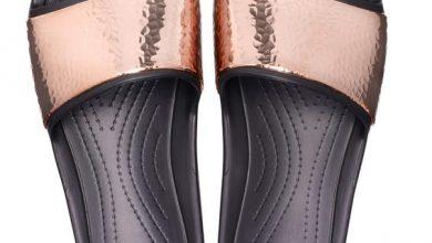 crocs slides    r 129  11  web  390x220 - Crocs lança novos modelos de slides