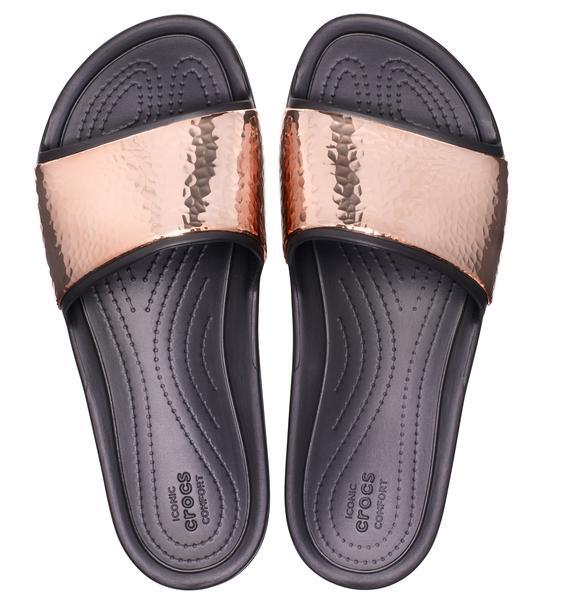 crocs slides    r 129  11  web  - Crocs lança novos modelos de slides