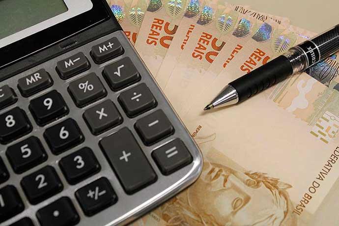 dinheiro 3 cópia - Inflação oficial marca 0,22% em abril
