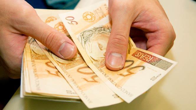 dinheiro8 - CAIXA divulga calendário de pagamento das cotas do PIS