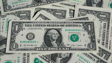 dolar 390x220 - Após turbulência nos mercados externos, dólar fecha estável e bolsa sobe