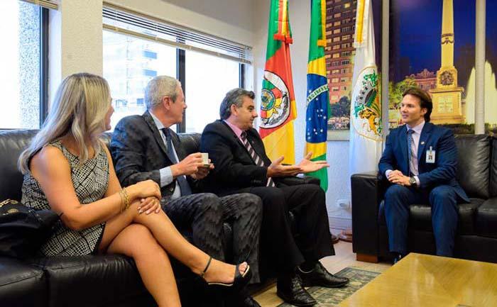 image - Nova diretoria da CIC de Caxias do Sul visita prefeito