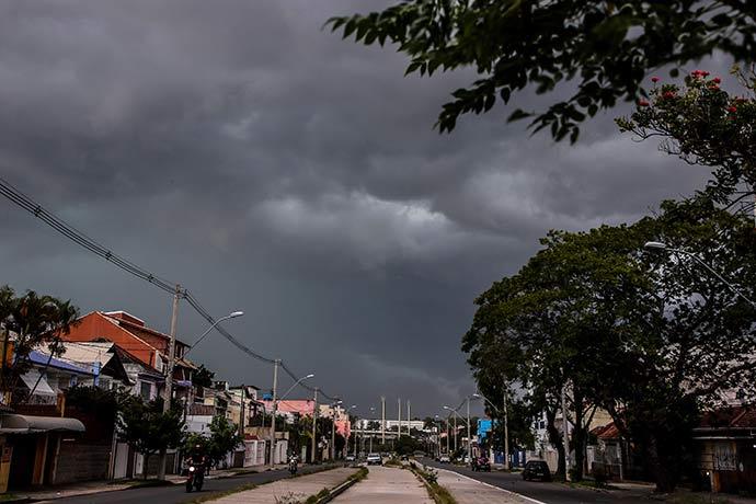 poa - Vendaval atinge região Central de Porto Alegre