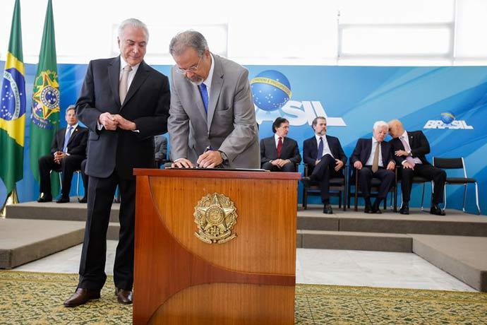 posse do ministro de estado - Raul Jungmann toma posse no Ministério Extraordinário da Segurança Pública