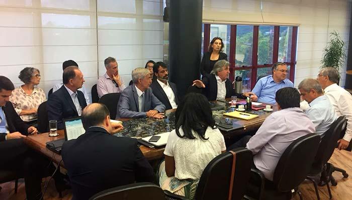 reunião centro de eventos - Centros de eventos de Balneário Camboriú e de Florianópolis serão administrados pela iniciativa privada