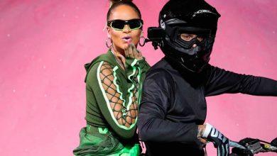 riri 390x220 - Rihanna completa 30 anos hoje (20)