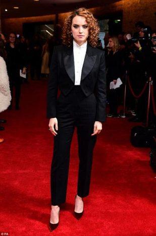 333546 774625 4a52af5100000578 0 image a 1 1521395442036 web  309x468 - Daisy Ridley usa Tiffany & Co. para o 23º Empire Awards