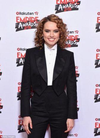 333546 774627 4a52b55400000578 0 image a 25 1521396077820 web  337x468 - Daisy Ridley usa Tiffany & Co. para o 23º Empire Awards