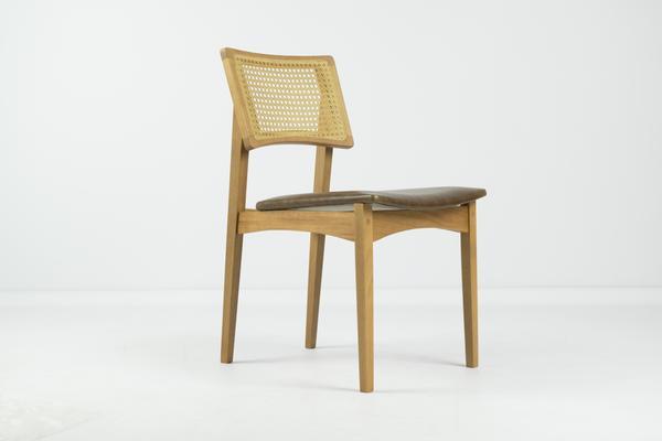 333807 775850 cadeira catarina   designer bruno faucz   foto por alysson reicher web  - Moora Mobilia Brasileira apresenta lançamentos 2018