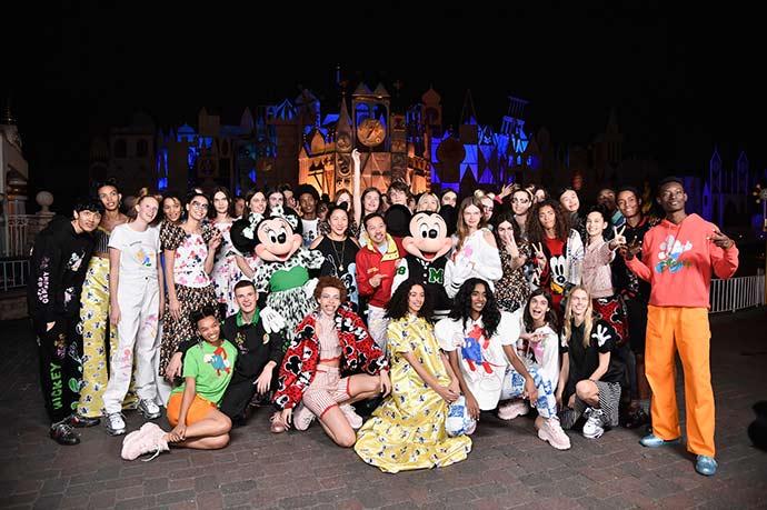 929083860 - Opening Ceremony lança coleção inspirada em Mickey Mouse