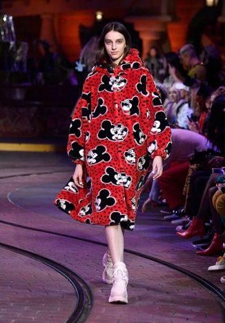 929085998 326x468 - Opening Ceremony lança coleção inspirada em Mickey Mouse