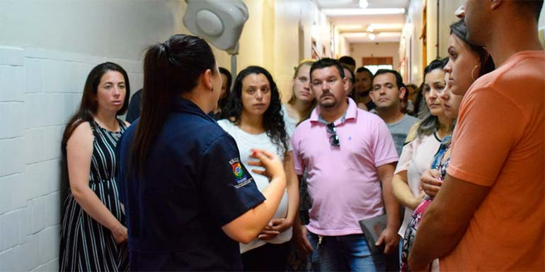 Agencia 2 - Hospital Municipal organiza primeira visita do ano na maternidade