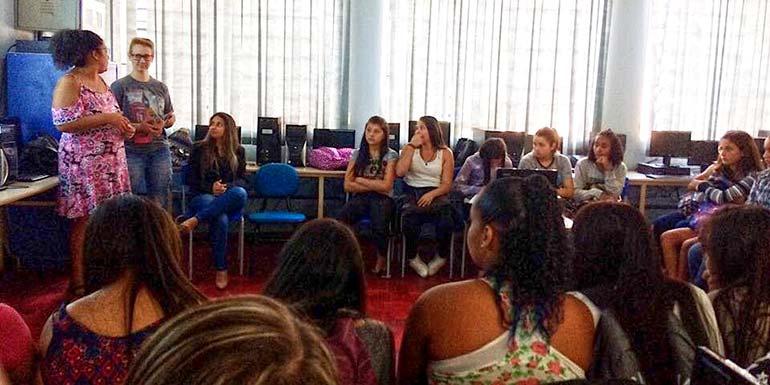 Emef Paulo Beck recebeu o programa Sepom na Escola - Secretaria de Políticas para Mulheres promove atividades nas comunidades