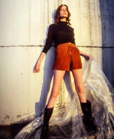 Lina Dellic 4 385x468 - Lina Dellic lança coleção de inverno 2018