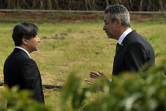 Naruhito - Em visita à Embrapa, príncipe Nahurito conhece plantações de café, soja e cana