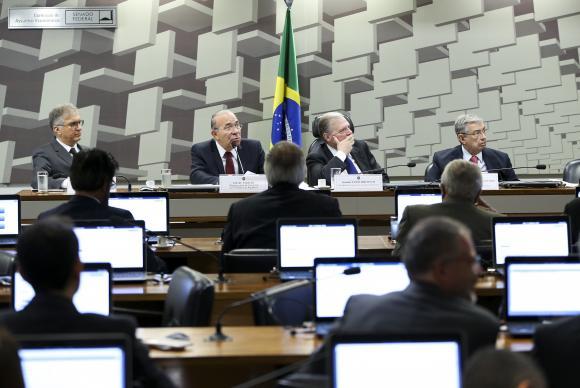 Padilha diz que política econômica do governo não mudará caso Meirelles saia - Padilha diz que política econômica do governo não mudará caso Meirelles saia