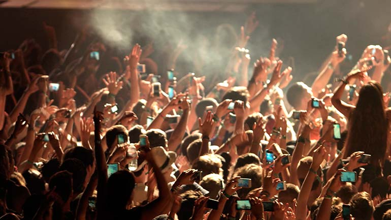 Smartfones em espetáculos musicais - Músicos querem banir celulares dos concertos