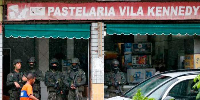 Vila Kenedy Rio de Janeiro - Soldados do Exército se juntam ao patrulhamento na Vila Kennedy