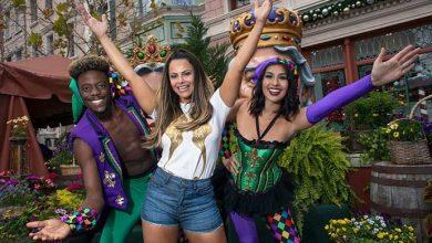 "Viviane Araujo no Universal Orlando180312 153345 390x220 - Viviane Araújo conhece o Mardi Gras, o ""Carnaval"" do Universal Orlando"
