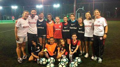 aulafeminino 0803 390x220 - Dia Internacional da Mulher com aula gratuita na Escolinha de Futebol Feminino do Inter