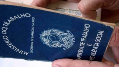 carteira trabalho 12 390x220 - Brasil tem 12,7 milhões de desocupados
