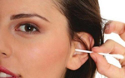 coto - Trauma craniano e o uso de hastes flexíveis podem causar sangramento no ouvido
