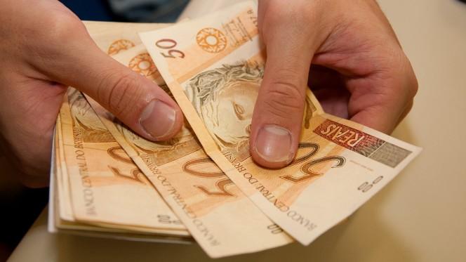 dinheiro8 - Mercado financeiro reduz projeção de inflação deste ano para 3,67%