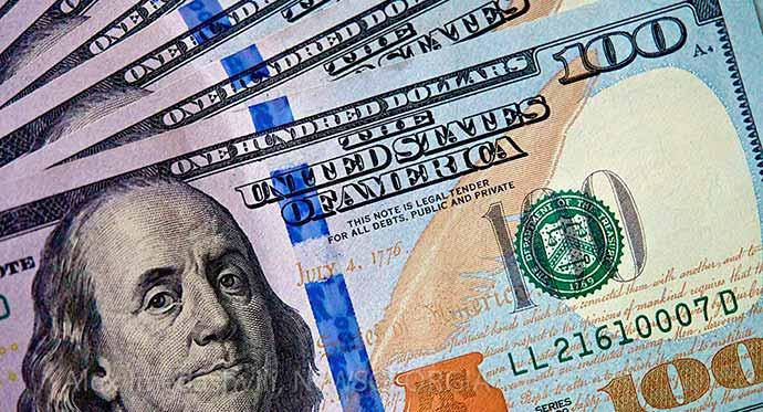 dolar4 - Dólar fecha o mês com queda acumulada de 7,80%