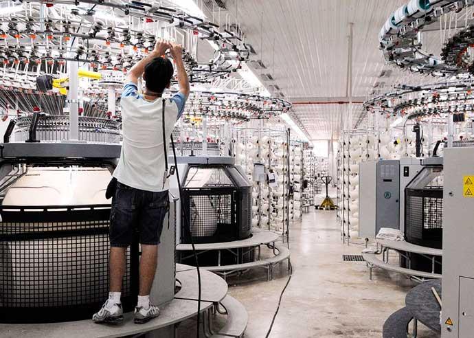 in - Produção industrial recua em fevereiro