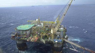 plataforma de petroleo 1 390x220 - Produção de petróleo caiu 1% em 2018