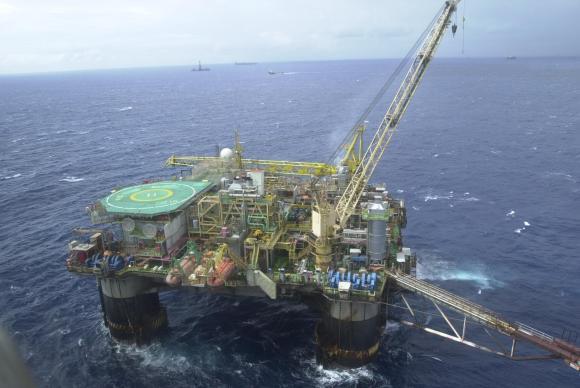 plataforma de petroleo 1 - Envio de propostas para bolsas de estudo do setor de petróleo e gás vai até dia 25/01