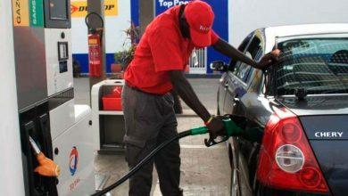 pompiste 1 390x220 - Procon realiza pesquisa e divulga lista de preços da gasolina comum em São Leopoldo
